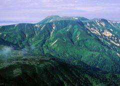 忠別岳から望むトムラウシ山