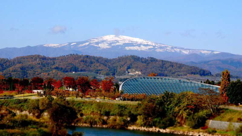 高瀬大橋からの月山
