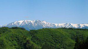 福島県西会津町から見た飯豊連峰