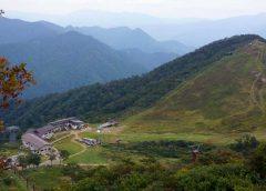谷川岳ロープウェイの山頂駅などと谷川岳天神平スキー場