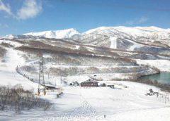 田代スキー場から見た苗場山と神楽ヶ峰