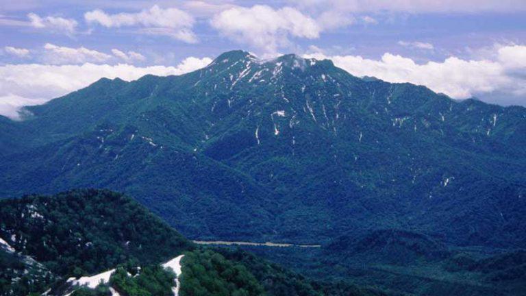 火打山から望む高妻山