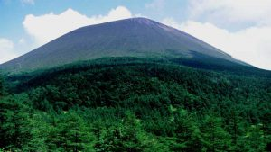 黒斑山方面から望む浅間山