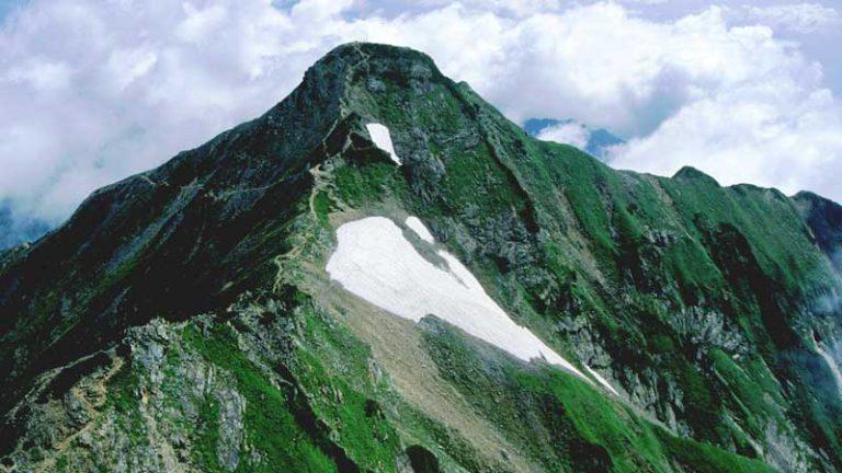 南峰から望む鹿島槍ヶ岳の北峰