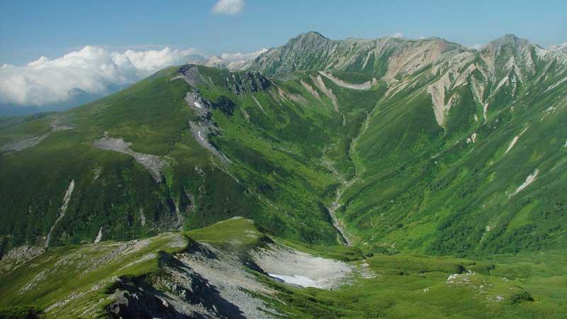 三俣蓮華岳から望む夏の水晶岳