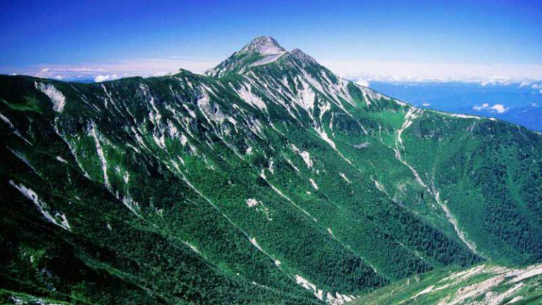 秩父岩方面から望む笠ヶ岳