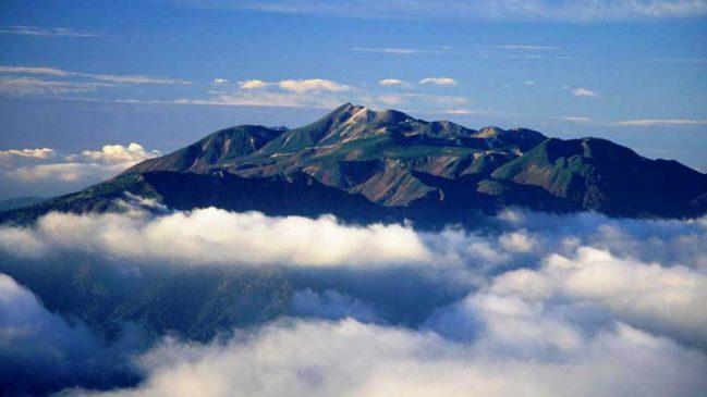西穂高岳から望む雲海に浮かぶ乗鞍岳