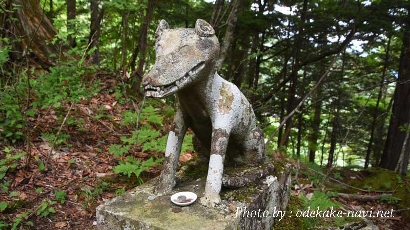両神山の狼の狛犬