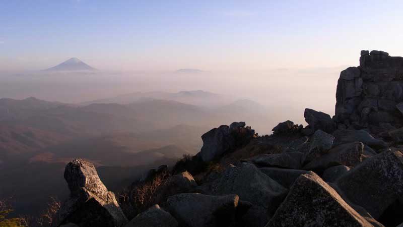 金峰山の山頂より富士山を望む