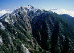 地蔵岳から望む鳳凰山観音岳と富士山