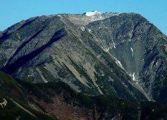 上河内岳から望む赤石岳