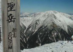 聖岳頂上から望む赤石岳など