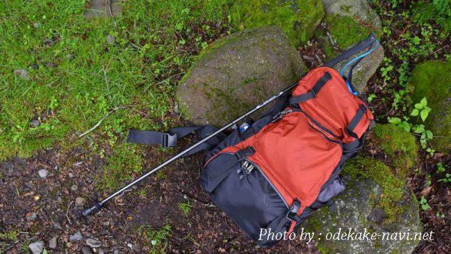 トレッキングポールと登山リュック