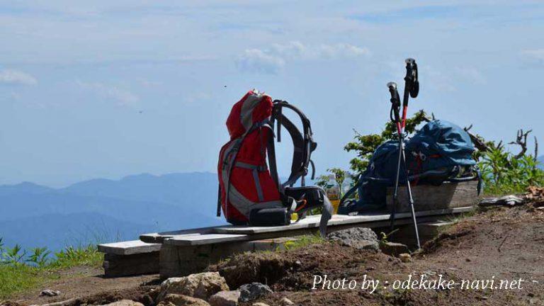 登山リュックとトレッキングポール
