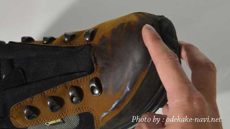 ヌバックレザーの登山靴にコロニルレザーワックスを塗る