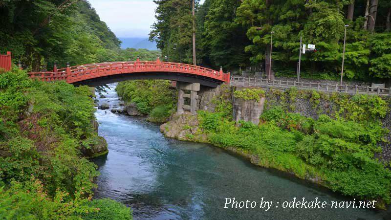 日光の社寺前の神橋