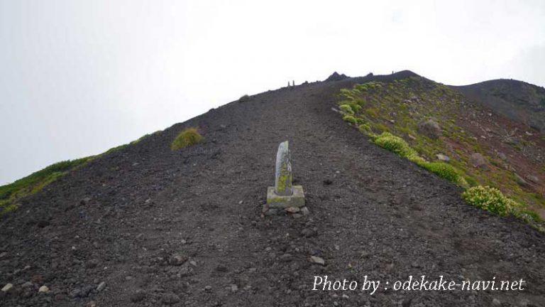 岩手山山頂の登山道