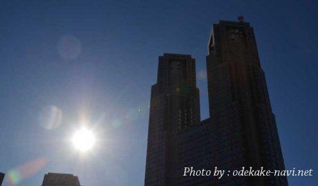 逆光の東京都庁