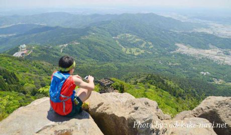 筑波山女体山山頂と登山者