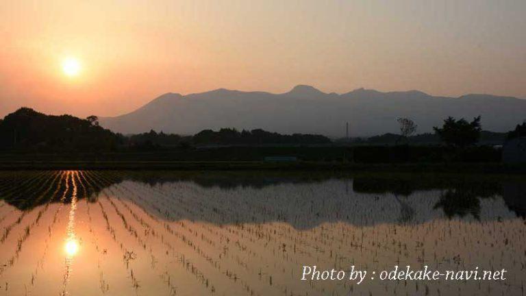 夕日の水田と那須岳
