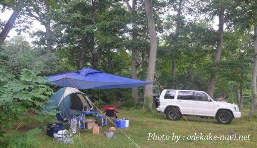 キャンプ場のテントと車