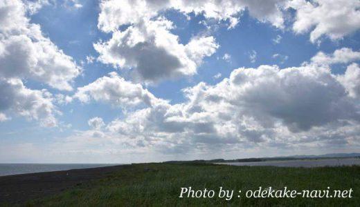 シブノツナイ湖前のオホーツク海の海岸